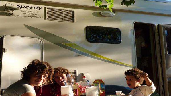 Speedy-Noleggi_TERMOLI_pranzo_camper