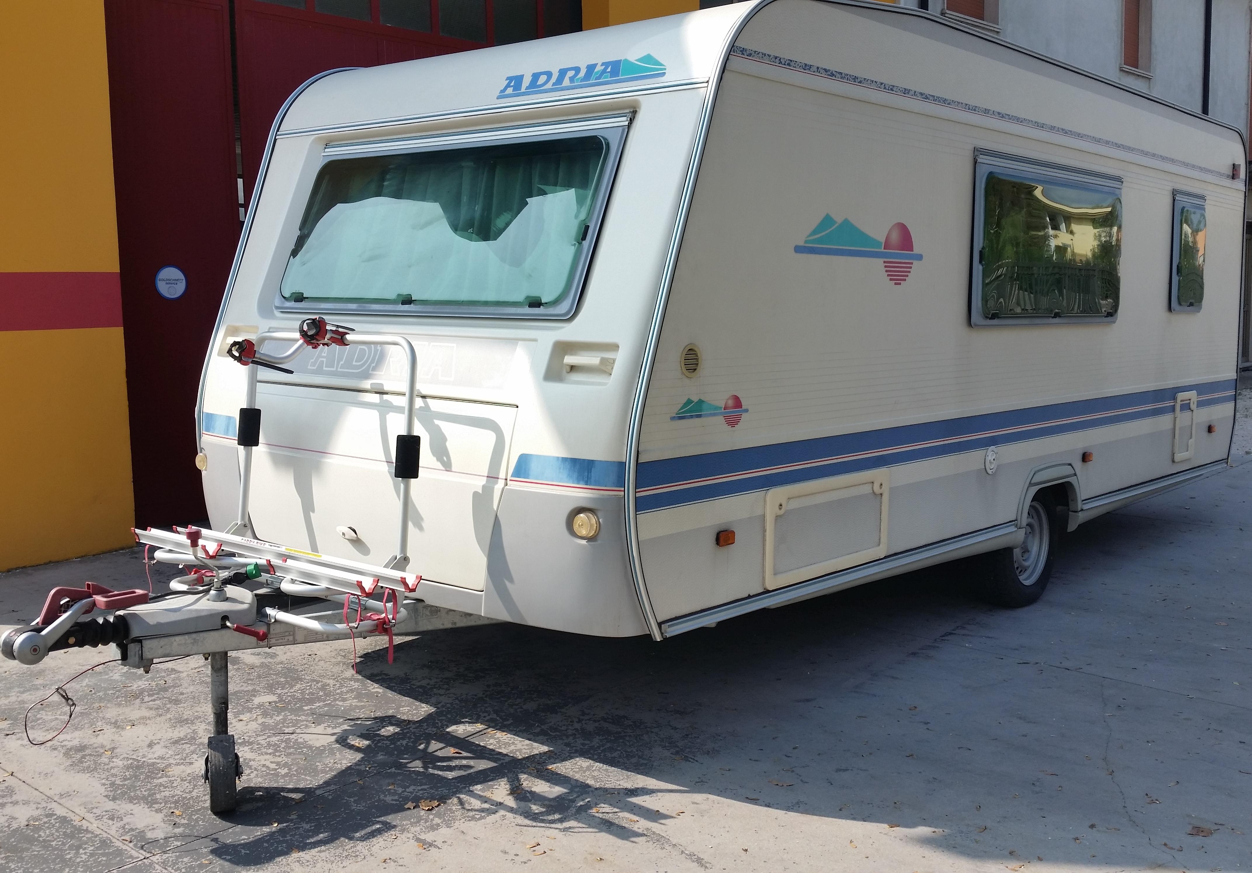 Roulotte Adria 542 Pk Speedy Noleggi
