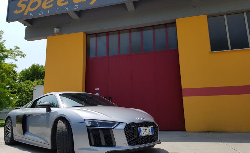 auto_audi_r8_v10_2018_nuova_speedynoleggisrl_1-1